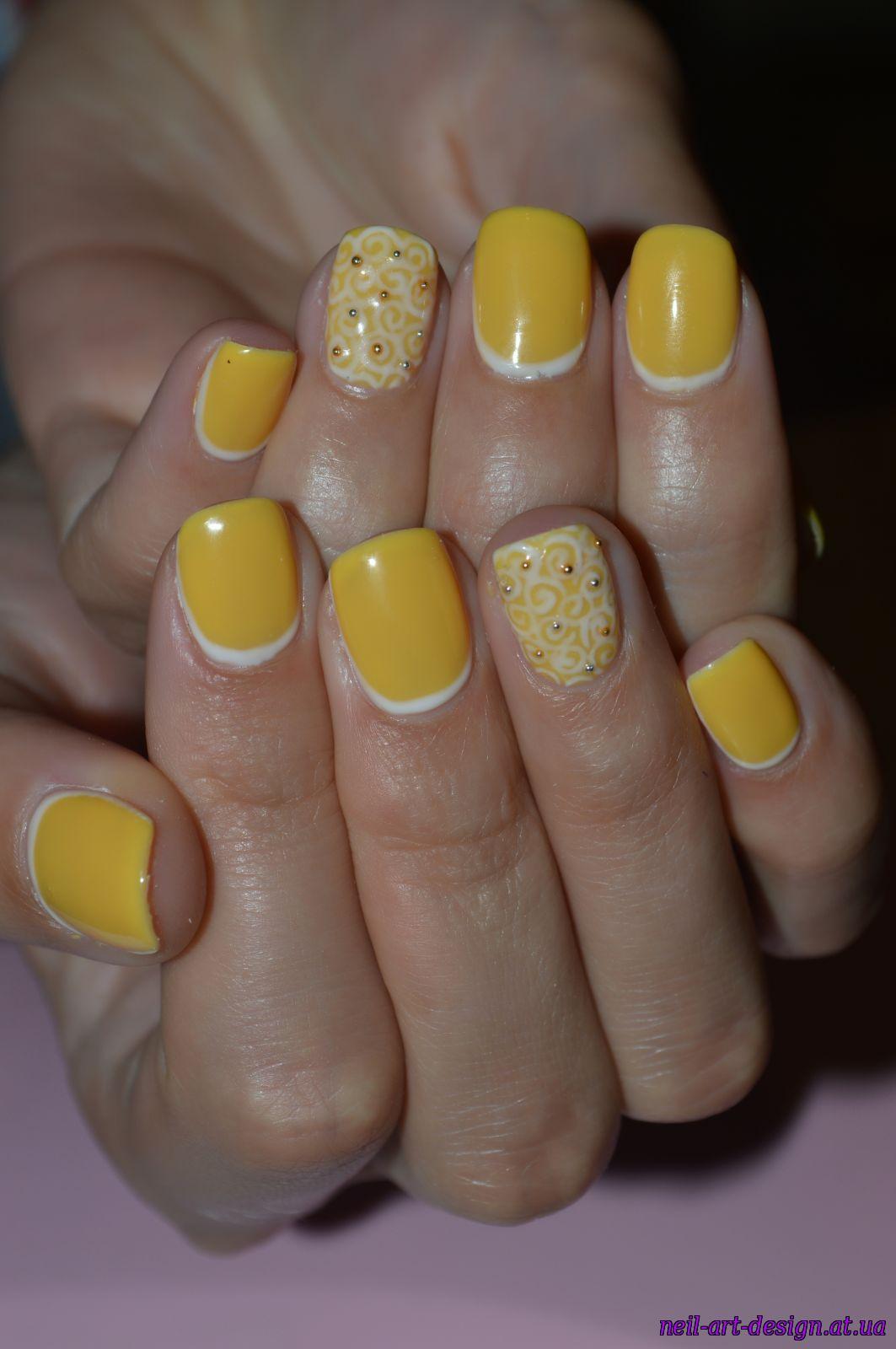 Дизайн педикюра фото в желтом цвете